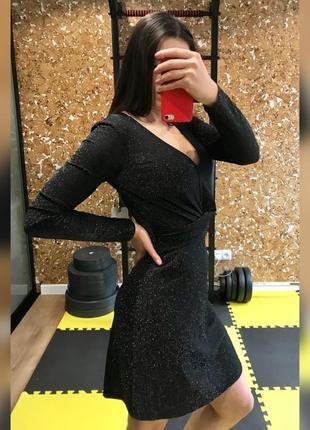 Чёрное платье блестящее люрекс нарядное красивое короткое