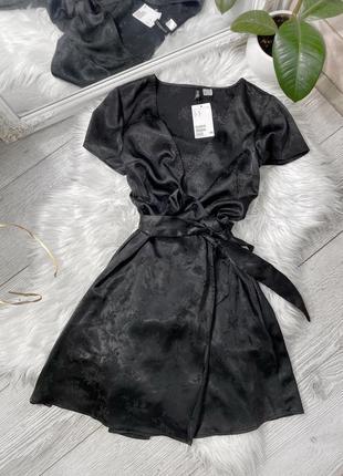 Сатиновое чёрное платье