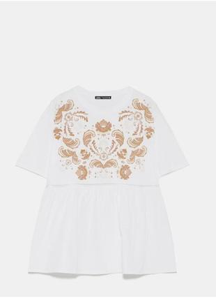 Красивая оверсайз свободная  белая футболка с принтом