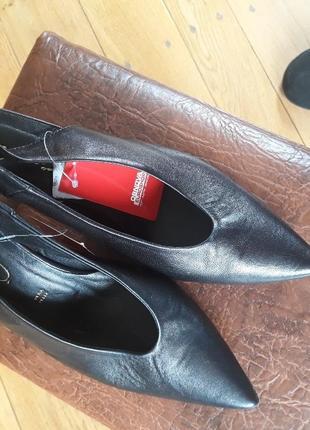 Дуже якісні італійські туфлі  з відкритою пяткою