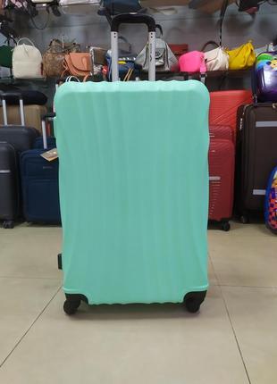 Чемодан большой,надежный чемодан на 4 колесах.