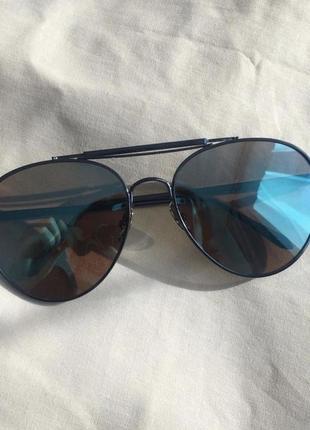 Зеркальные авиаторы с голубым отблеском