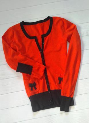 Яркий свитерок кофточка для осенней погоды кораллового цвета