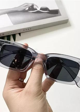 Очки солнцезащитные в прямоугольной оправе