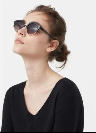 Солнцезащитные очки от бренда mango
