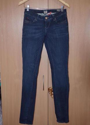 Узкие джинсы средняя посадка