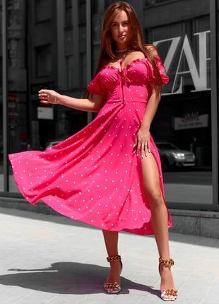 Яркое розовое малиновое платье миди в белый горошек