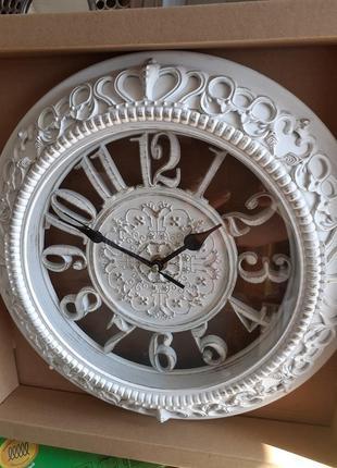 Часы настенные. диаметр 35 см.