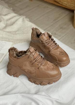 Кроссовки на меху с массивной подошвой
