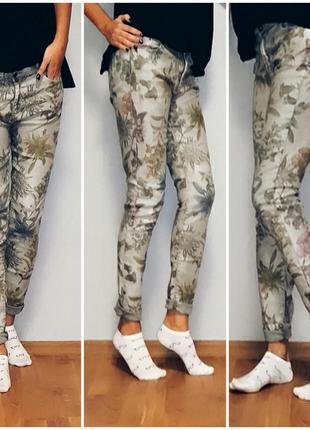 Классные джинсы skinny в цветочный принт от zara trafaluc48-50 размер