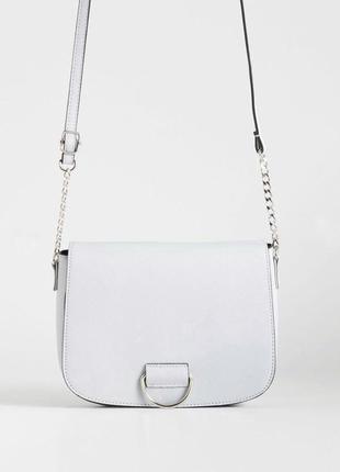 Светлая сумочка с длинным ремешком sinsay
