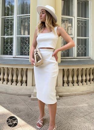 Комплект в рубчик из кроп-топа и юбки-футляр белый