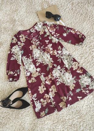 Сукня в квіти від stradivarius