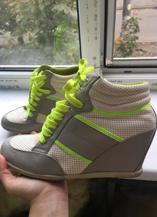 Сникерсы на шнуровке