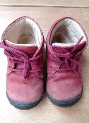 Червоні черевички фірми primigi