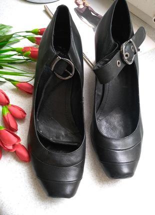 Итальянские кожаные туфли на танкетке р 40