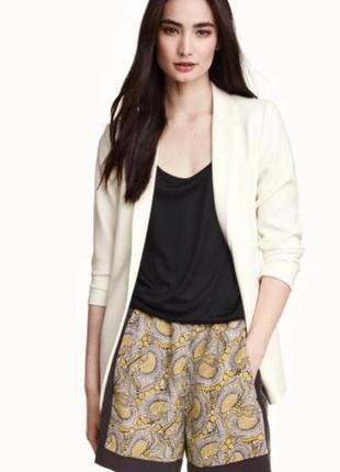 Очень красивые и стильные брендовые шорты в узорах.