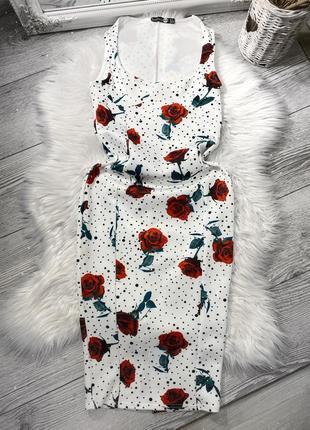 Платье в цветы с силуэтом