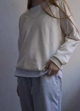 Пуловер молочного цвета
