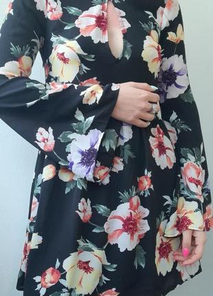 Яркое платье шифоновое в цветочный принт с широкими рукавами