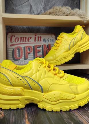 Стильные женские кроссовки 2021