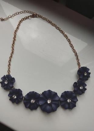 Колье цветы темно синие с камнями кольє золотая цепочка намисто