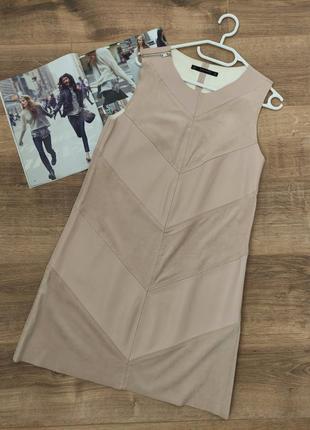 Нежно-розовое кожаное платье прямого кроя с замшевыми вставками zara. милое и эффектное одновременно