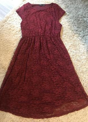 Гипюровое платье бордового цвета