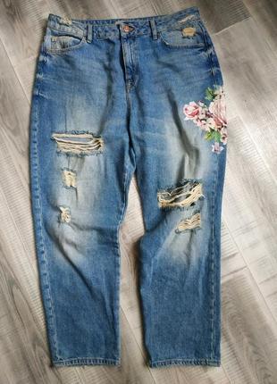 Летние джинсы мом с цветочным принтом1 фото