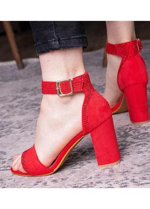 Красные босоножки,босоножки,красные туфли,туфли,босоножки с ремешком