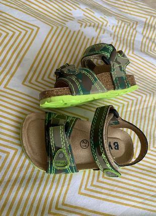Босоніжки італія сандалі сандалії