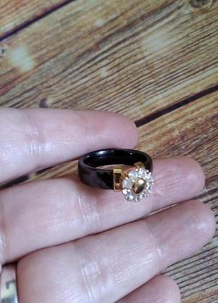 Трендовое керамическое кольцо, перстень, каблучка с цирконами