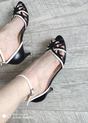 Шкіряні босоніжки сандалії чорно білі