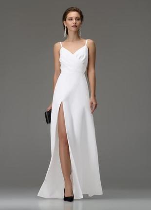 Супер эффектное платье в европейском стиле с разрезом  для торжественного мероприятия!