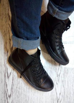 Утепленные высокие ботинки кеды