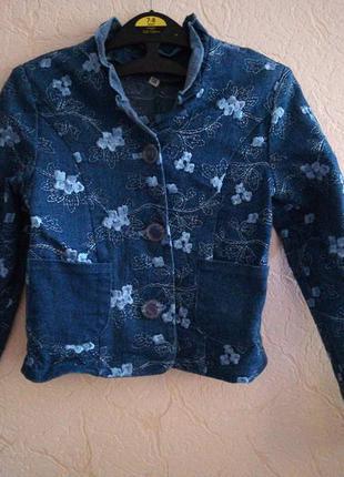 Пиджак с вышивкой на девочку 7-8 лет