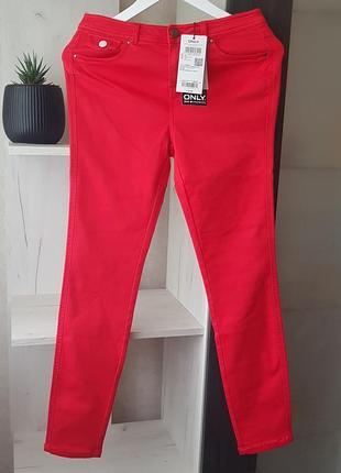 Красивые, красные, стретчевые джинсы от only.