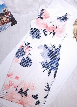 Белое летнее платье сарафан в цветочный принт офис