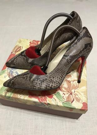 Шикарнейшие туфли на тонкой шпильке,оригинал