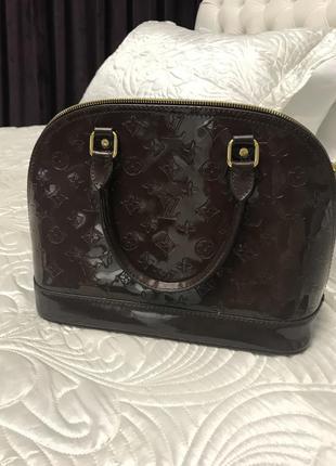 Шикарная сумочка lv