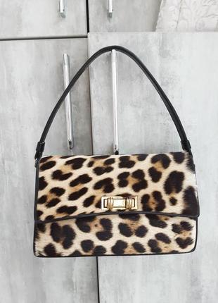 Красивая елегантная сумка. кожа