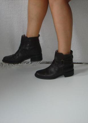 Кожаные стильные ботинки полусапожки бренд marks & spencer