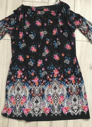 Чёрное платье в цветах