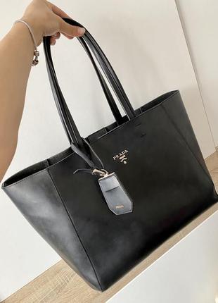 Кожаная сумка шопер в стиле прада