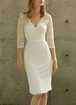 Короткое свадебное платье на роспись кружевное закрытое с рукавами