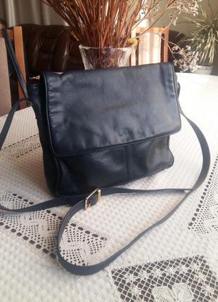 Кожаная темно синяя сумка кроссбоди marks&spencer