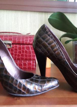 Кожаные туфли лодочки, теснение под крокодил