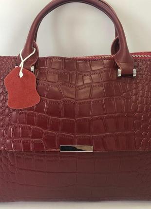 Красивая кожаная сумка с тиснением на каждый день