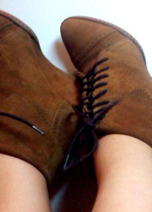 Коричневые замшевые сапоги ботинки stradivarius