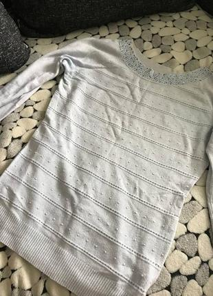 Голубой пуловер с паетками
